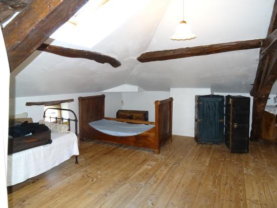 Eynesse, Francia: chambre dans les combles sans fenêtre, juste hublot