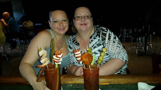 Filthy's Fine Cocktails & Beer: Best Bloody Mary's in town!! Lots of fun!!