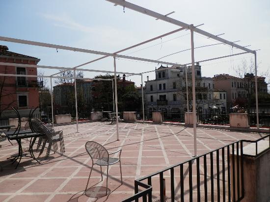 Le Boulevard Hotel: terrace