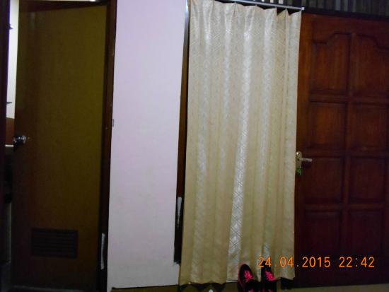 Pesona Artha Hostel: The room
