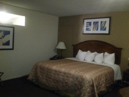 Travelodge Inn & Suites - Yucca Valley: Habitación