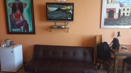 Hostal Riazor: Good cable to watch sports...LOL.