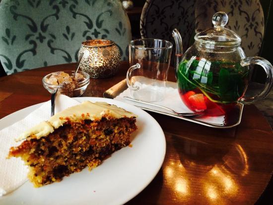 Kaffee tee und wunderbarer kuchen bild von la f e bar for Kuchen heidelberg