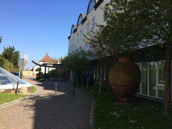 Lindner Hotel and Spa Binshof : Hoteleingang vom Parkplatz aus