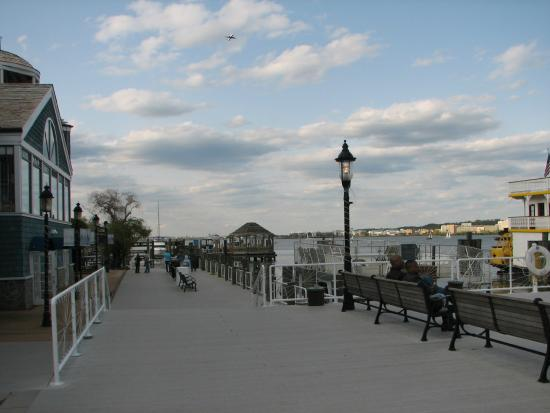 Potomac Riverboat Company : Dock for the Baseball Boat in Old Town