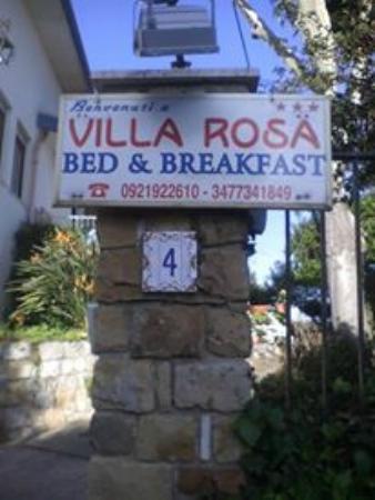 B&B Villa Rosa: L'ingresso del B&B