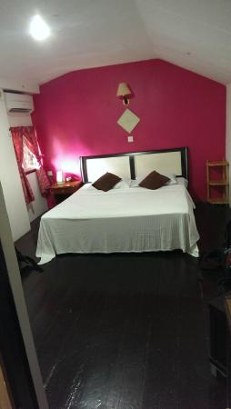Nipah Bay Villa: Lovely comfortable king size bed.