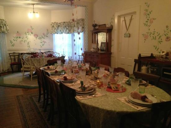 The Bissell House Bed & Breakfast: The dining room