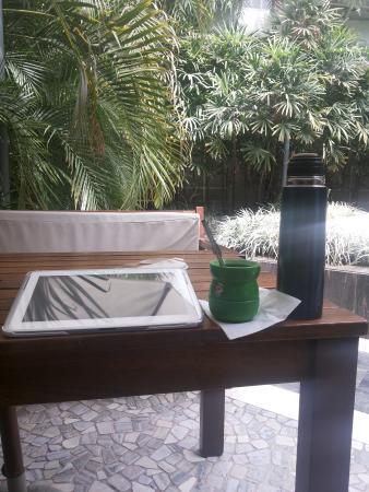 El Virrey Hotel: Patio y jardín interno