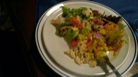 buffet entrée et plat cuisine créole de la réunion - picture of la
