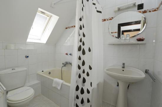 Budai Hotel: Bathroom