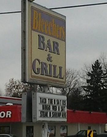 Bleechers Bar & Grill, Maplewood MN