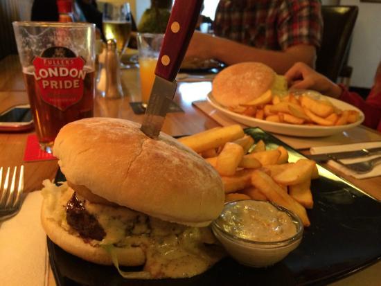 The Volunteer Inn: Steak burger with pepper sauce