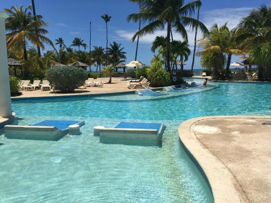 Pool and bar area picture of gran melia golf resort for Gran melia hotel