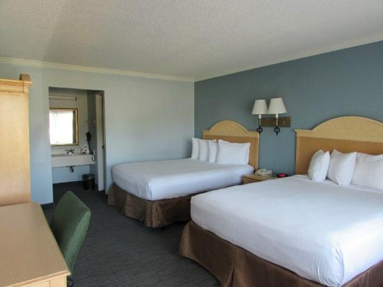 The Buena Park Hotel & Suites: Room/Suite