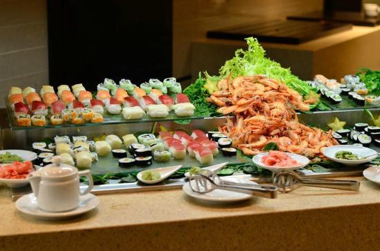 Sushi en la cena picture of royal hideaway sancti petri - Hotel barcelo santipetri ...