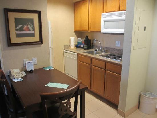 Homewood Suites by Hilton Orlando-UCF Area: 1 BR kitchen