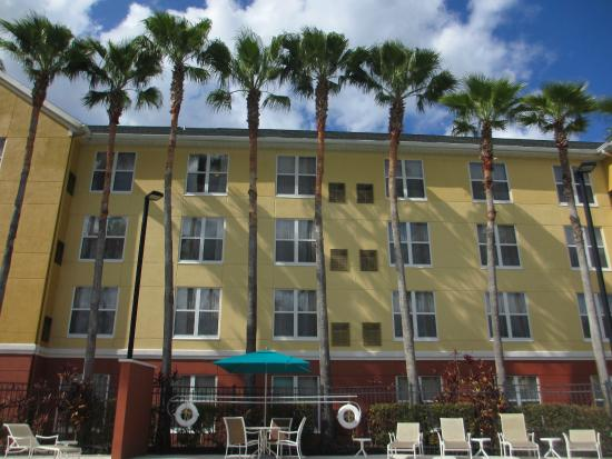 Homewood Suites by Hilton Orlando-UCF Area: Pool area
