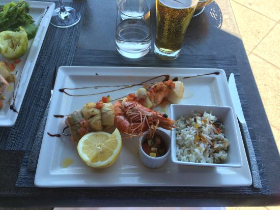 Plage Le Ruban Bleu: lunch by the sea
