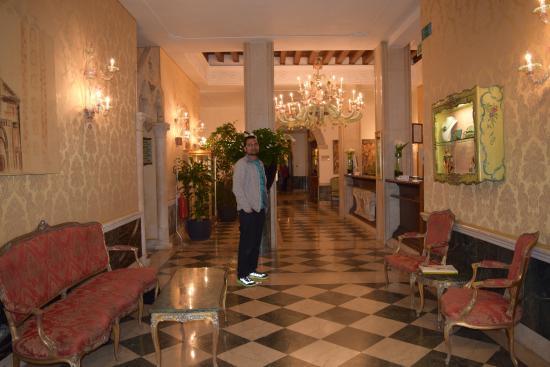 The Boscolo Hotel Bellini : Hotel Entrance/Reception