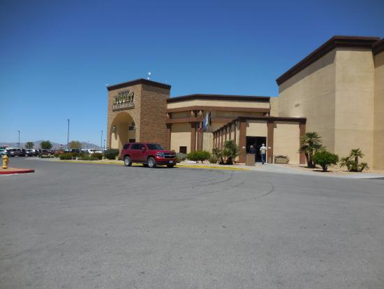 Pahrump Nugget Hotel and Gambling Hall: View of hotel and casino from the parking lot