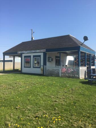 Decatur, MI: Laura's Little Burger Joint
