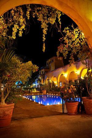 Hacienda De Los Santos : Main Pool at Twilight 1