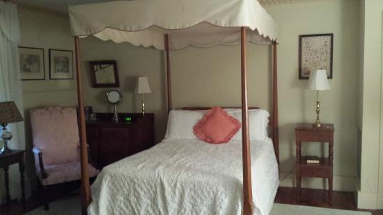 Linden Bed and Breakfast: Lovely room