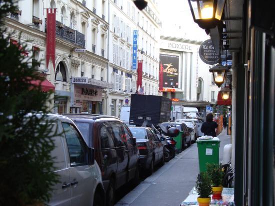 Hotel Royal Bergere: En la puerta del hotel