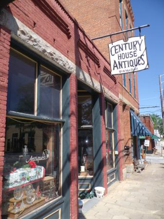 Lexington, GA: Century House Antiques