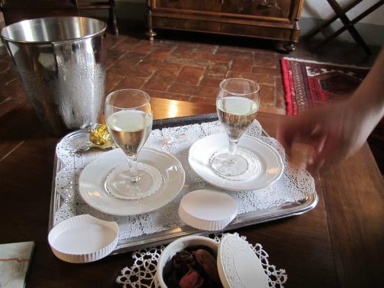 Vicchio, Italia: welcome champagne