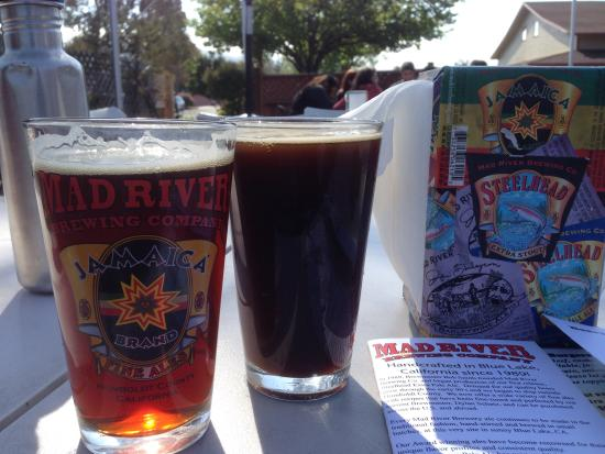 Mad River Brewery Tap Room: Jamaica ale and porter