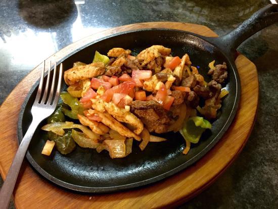 Mi Ranchito: Steak and chicken fajitas combo.