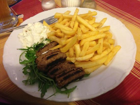 Tresor Restaurant: tasty sausages and fries with a garlic sauce