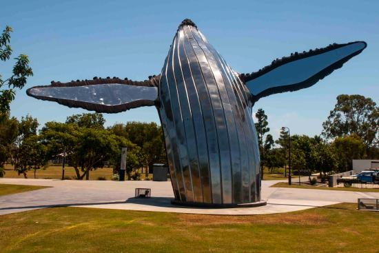 Fraser Coast Discovery Sphere: Humpback monument