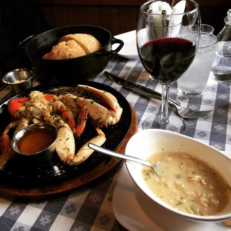 The Old Clam House: Cup of clam chowder, bread, and 1/2 crab