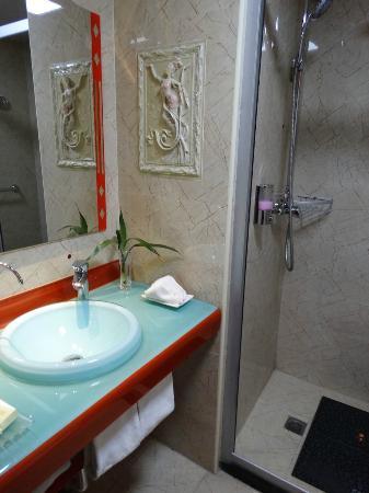 Hualian Hotel: Bathroom