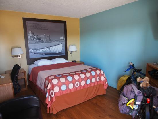 Super 8 Santa Barbara/Goleta : Basic Room