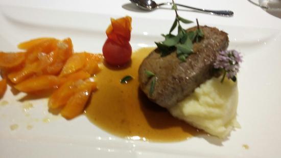 Hotel Ansitz Schulerhof: Steak di cinghiale con purea di patate e carote