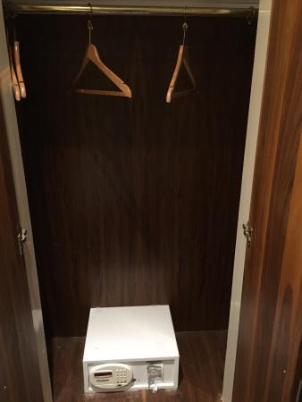 Westbury Hotel Kensington: Closet