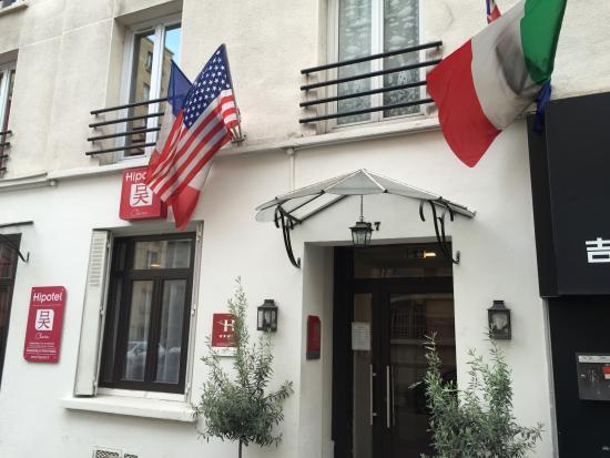 Hipotel Paris Pere Lachaise Republique : Front door