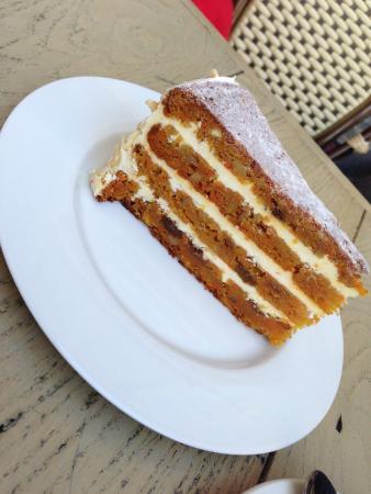 Cafe 22: Carrot cake, Czech-style