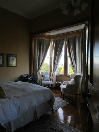 McHardy Lodge: Versaille Room (sofa, closet & bathroom not shown)