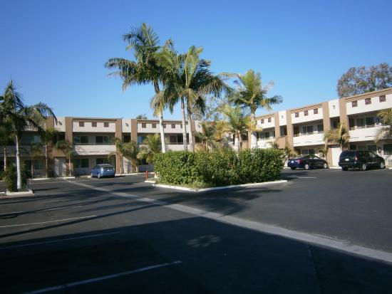Ramada Anaheim Maingate North : A view of the hotel rooms