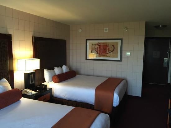quarto picture of red lion hotel anaheim resort anaheim. Black Bedroom Furniture Sets. Home Design Ideas