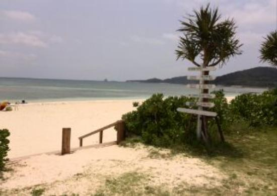 Eef Beach: イーフビーチホテルから浜辺へ