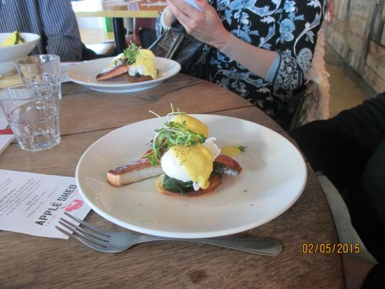 The Apple Shed Cafe & Bar: Eggs Benedict with salmon fillet
