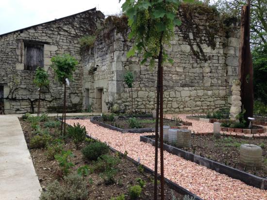 Le Clos de la Garde: The new herb garden