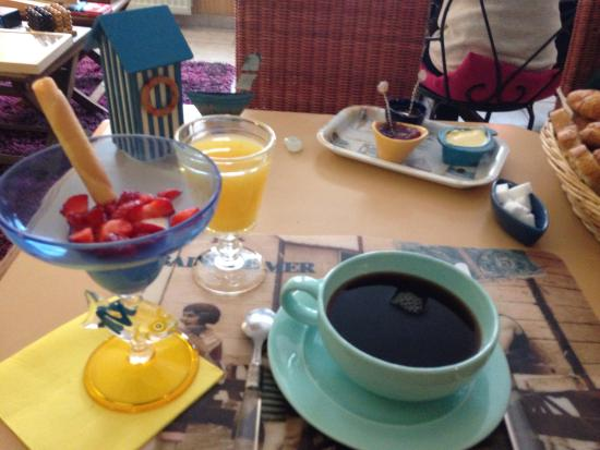 Le petit navire: Petit déjeuner