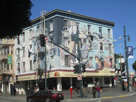 Discover Walks - San Francisco Walking Tours : The tour meeting place at North Beach